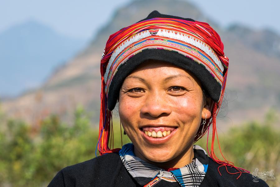 Une Femme De L'ethnie Des Dao Rouges