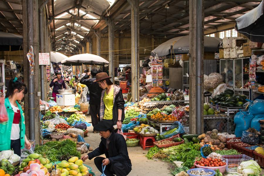 Fruits Et Légumes Au Marché De Meo Vac