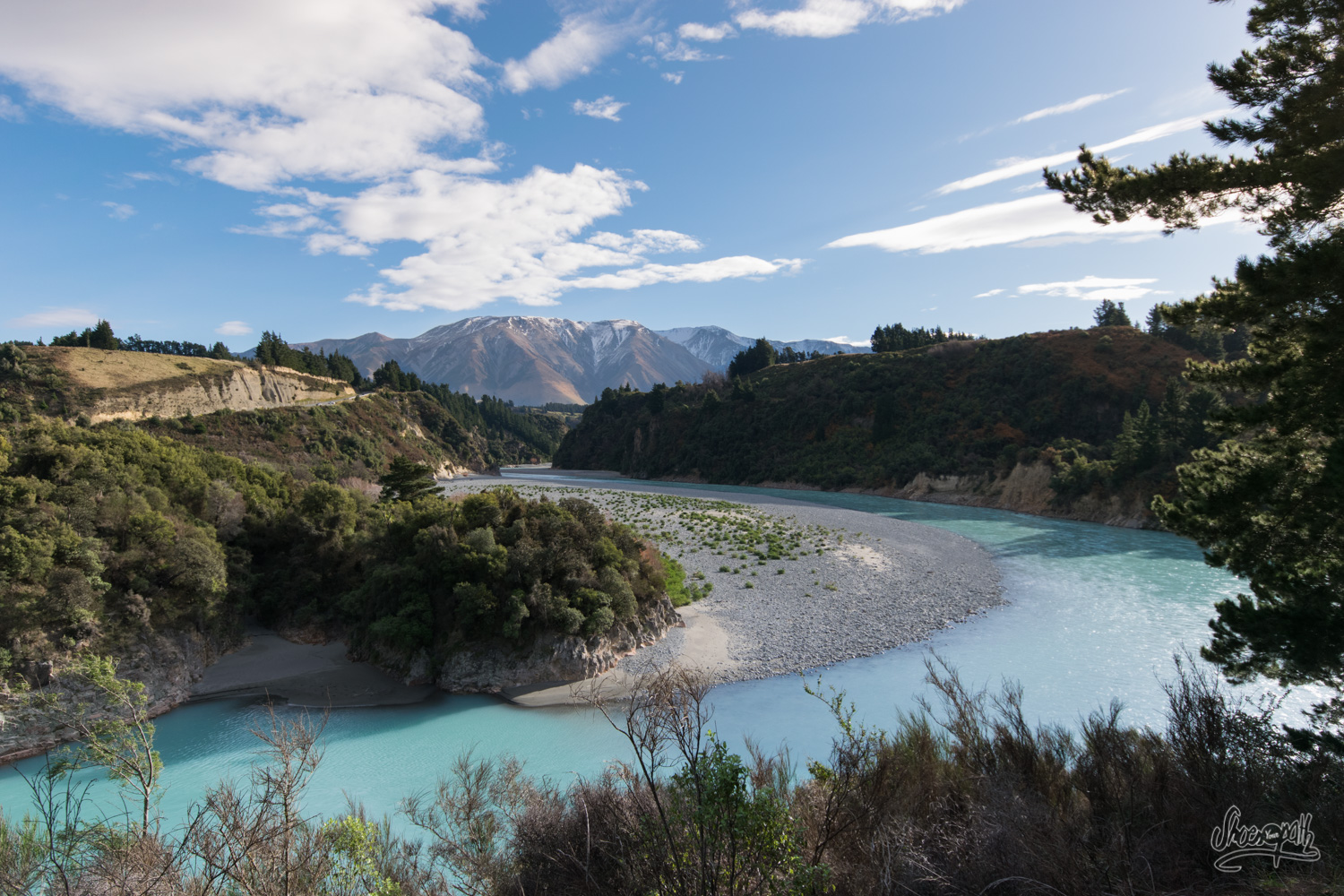 A beautiful light, a deep blue river. That how begins the track at Rakaia Gorge