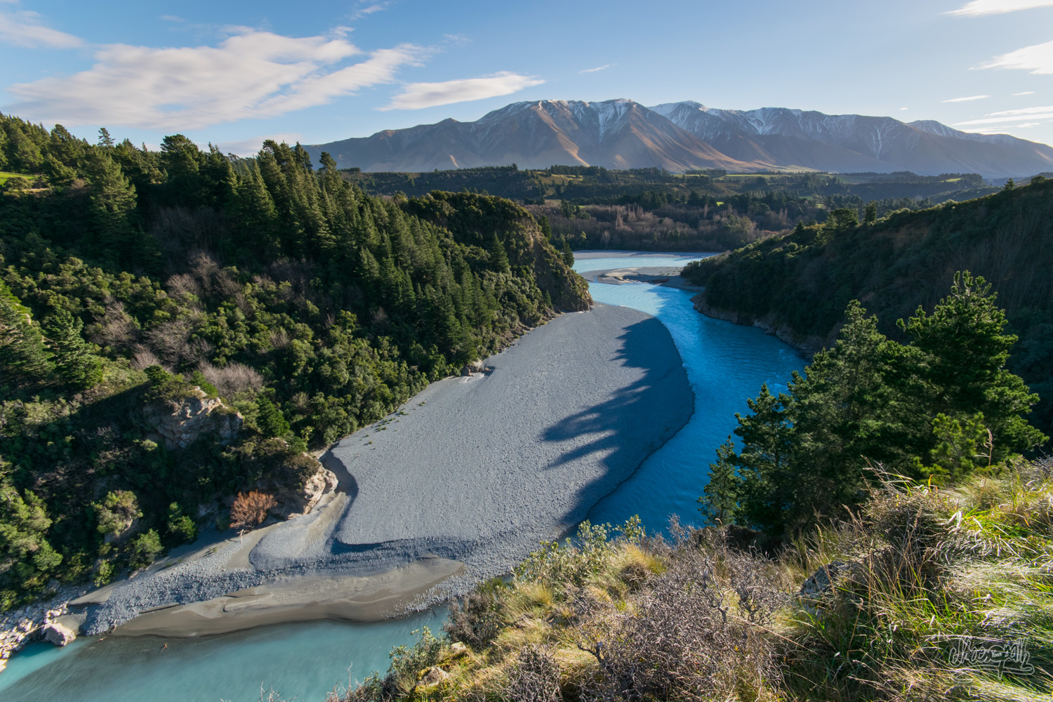 After a 2 hours long hike, the view over the Rakaia Gorge and the mountains seduced us.
