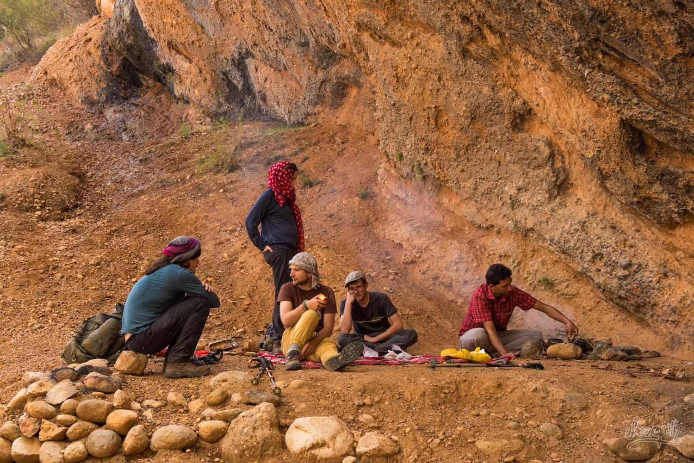 Le Taarof En Iran. Ici Dans Les Montagne, Un Inconnu Nous Offre Le Thé