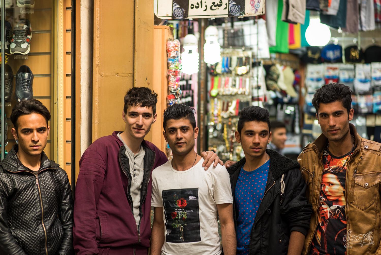 Iran - Teheran - Rencontres Dans Le Tajrish Bazar