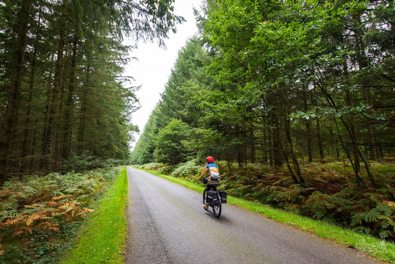 A vélo sur les routes de campagne en Normandie