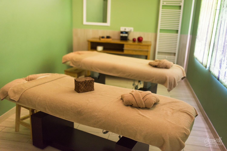 Notre salle de massage pour la prochaine heure. Cool non ?