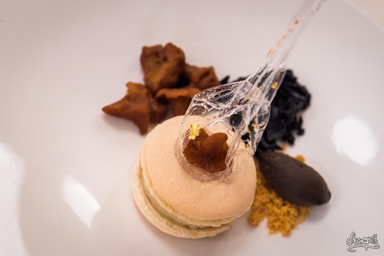 Le Macaron : crème tendre, champignons des bois, sorbet trompette