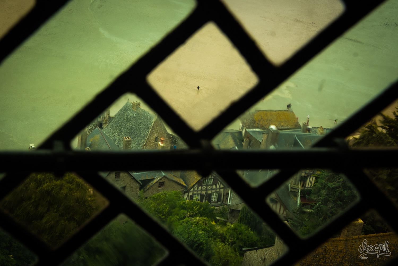 Le fantôme du Mont Saint-Michel épiant les visiteurs...