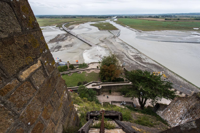 Vue sur le pont menant au Mont Saint-Michel