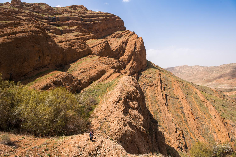 Sur le chemin du retour de notre randonnée en montagne à Ghalat, Iran