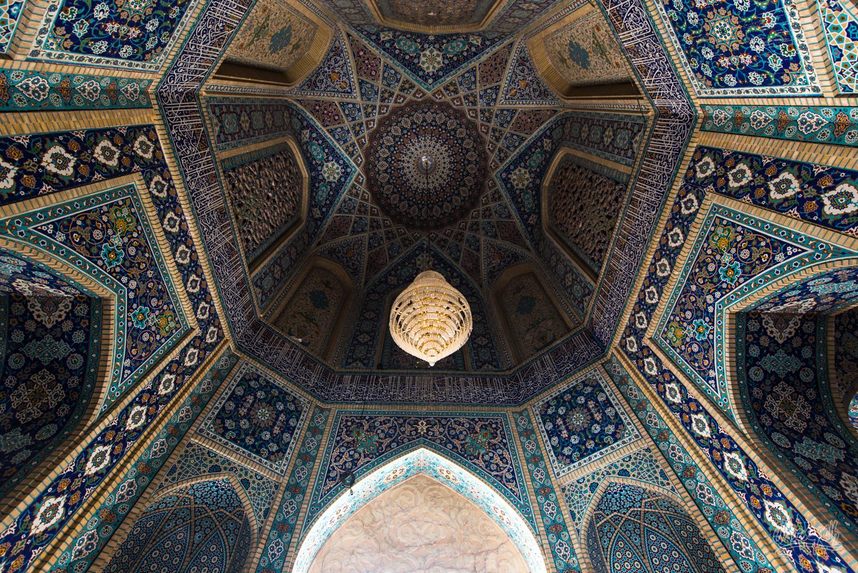 Détail d'une porte dans le mausolée de Shah Cheragh à Shiraz