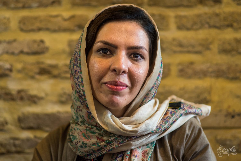 Portrait d'Iran - La jeune iranienne sympathique qui voulait nous faire faire le tour de la ville en sa compagnie