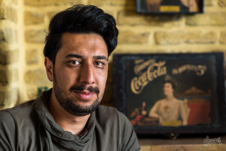 Portrait d'Iran - Jeune homme dans un café branché de Shiraz