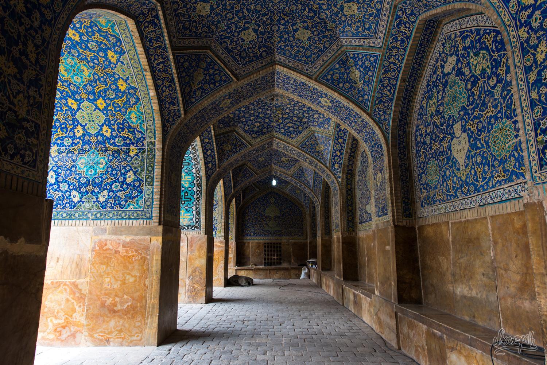 Les couloirs de mosaïque de la Shah mosque