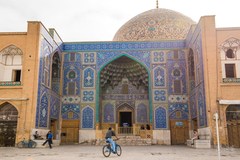 L'entrée de la mosquée Sheikh Lotfallah