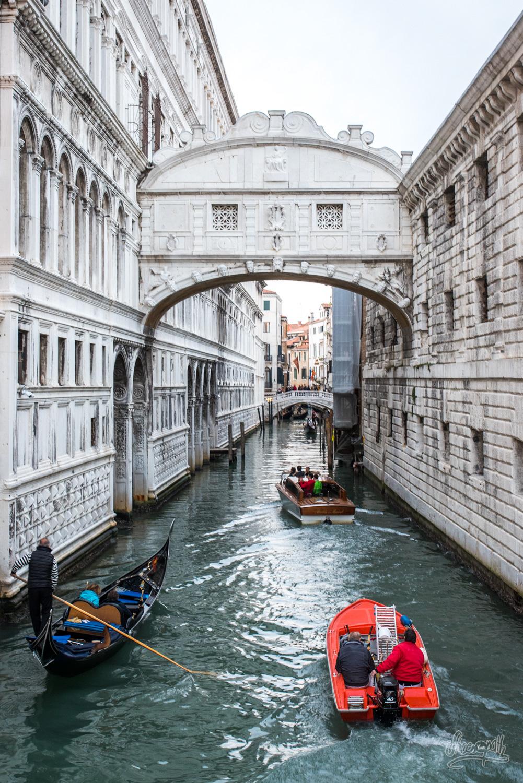 Le célèbre pont des soupirs, prison de Casanova