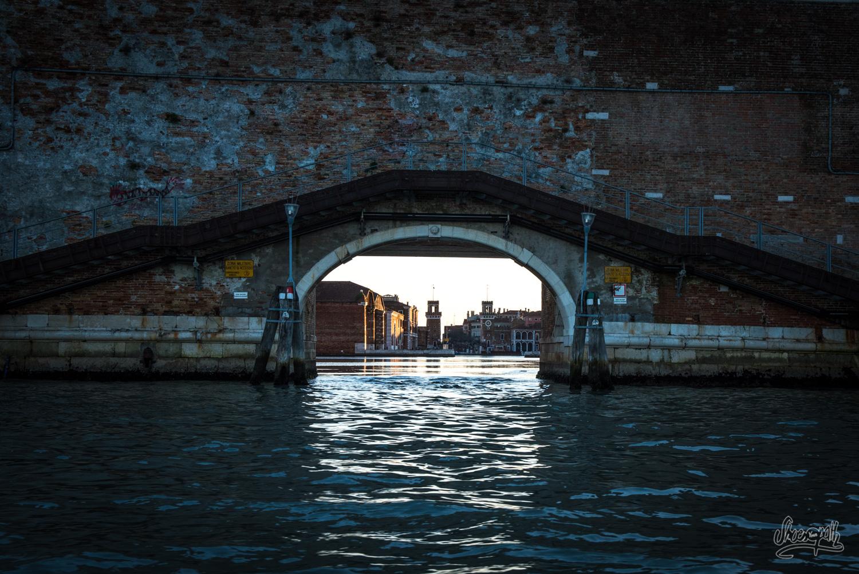 Le port de l'Arsenale, vu depuis l'extérieur et depuis le vaporetto