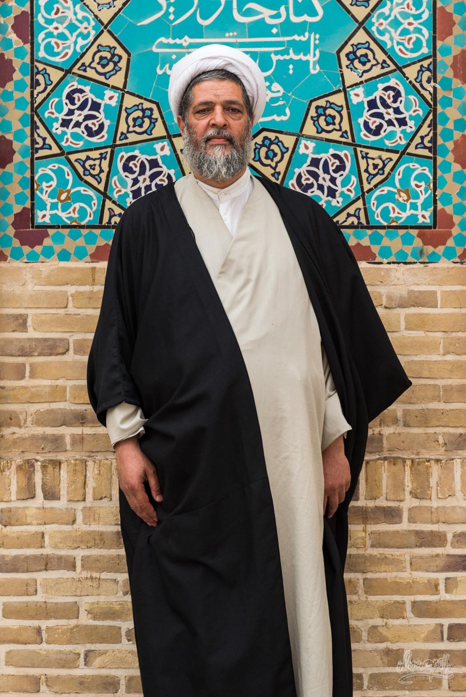 Le bel imam rencontré devant la Jameh mosque