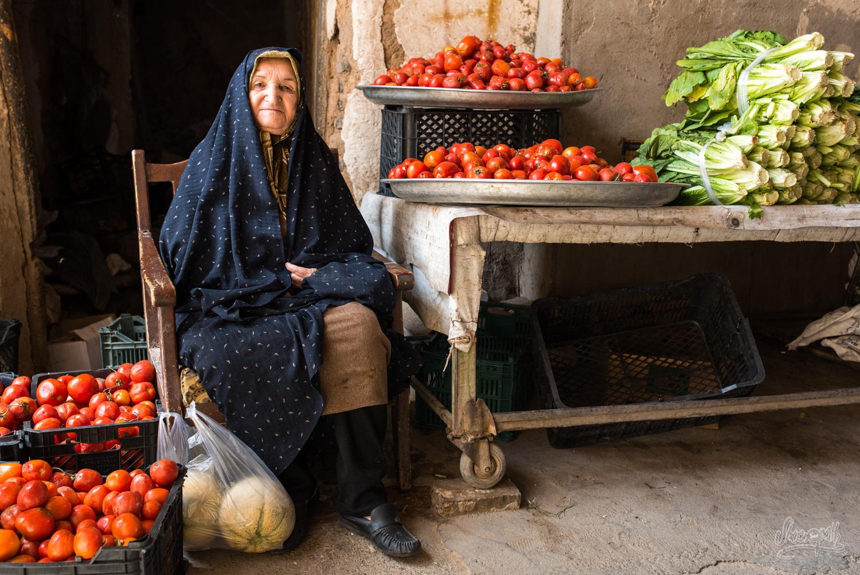 La vendeuse de tomates sur un marché Yazd