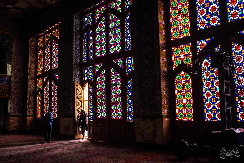 Les fenêtres colorées de la moderne Hazayer Mosque