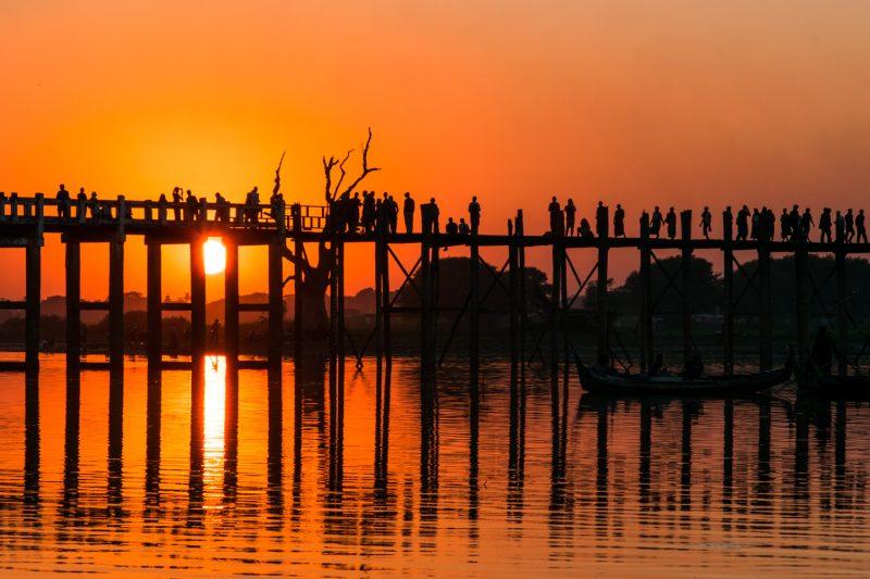 Coucher De Soleil Sur Le Pont De U-Bein