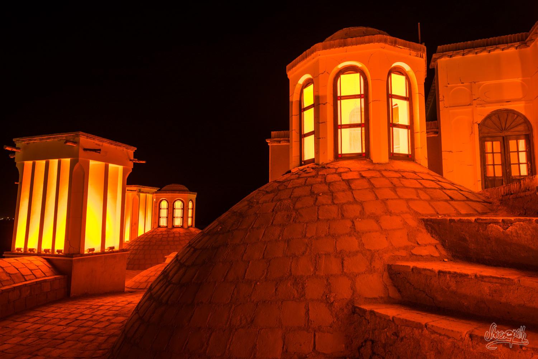 Sur les toits du palais du jardin Fathabad à proximité de Kerman