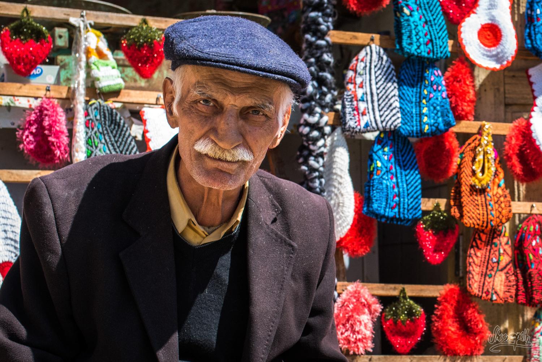 Un marchand dans les ruelles de Masuleh