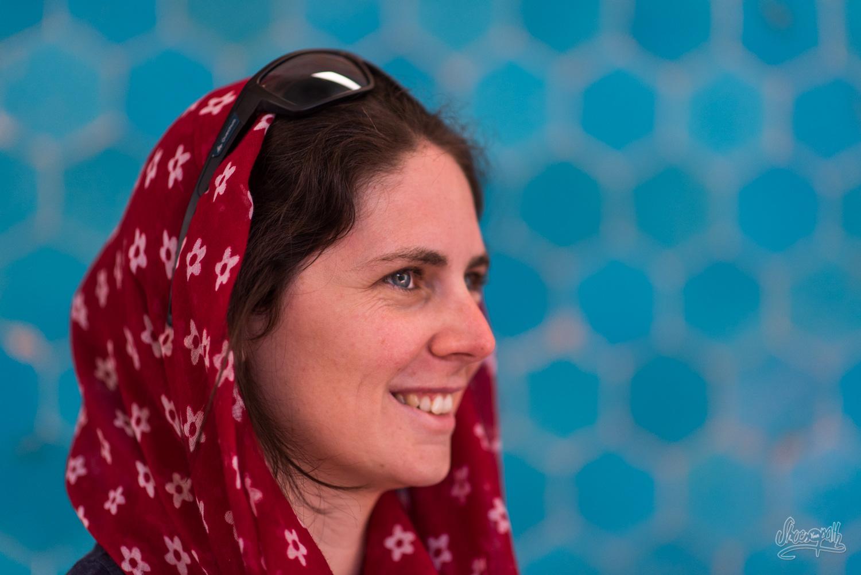Emilie en pleine contemplation de la Jameh mosque de Yazd