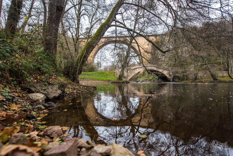 Double arche de vieux ponts dans le Morvan