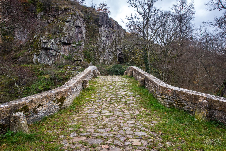 Vieux pont dans le Morvan