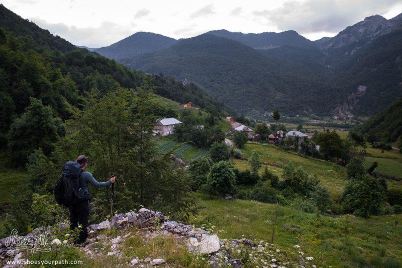 Arrivée Sur Çerem, Après Une Très Longue Journée De Marche Sur Peaks Of The Balkans
