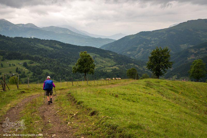 En Arrivant Sur Plav - Peaks Of The Balkans