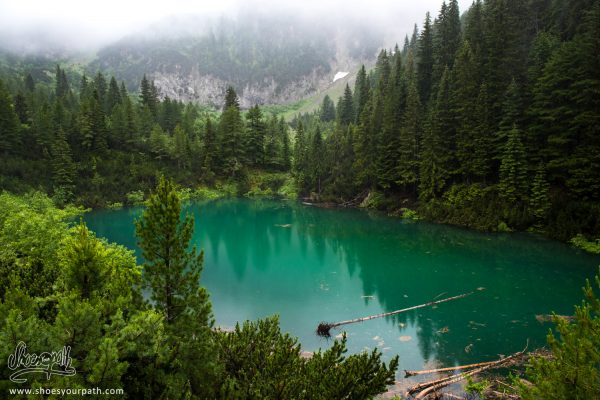 Lac Mahde. Entre Drelaj Et Banibo Polje - Peaks Of The Balkans
