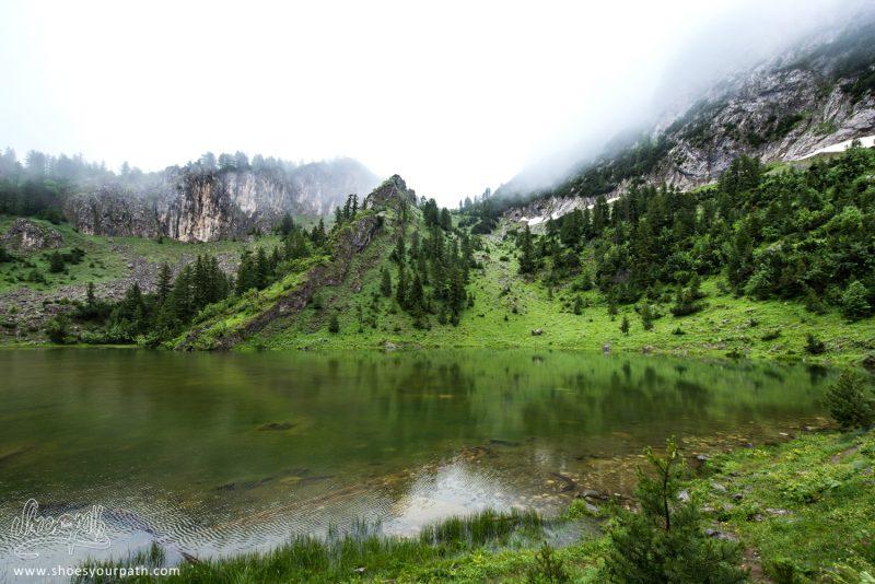 Lac De Kuçishtës. Entre Drelaj Et Banibo Polje - Peaks Of The Balkans