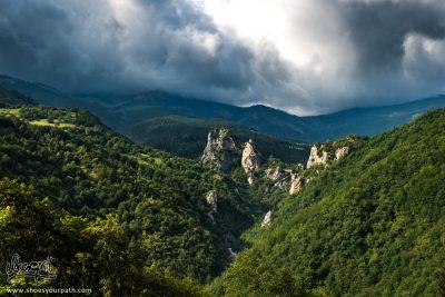 En arrivant au dessus de la vallée de Rugova - Peaks of the Balkans