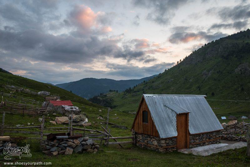Coucher De Soleil Sur Doberdöl - Albanie - Peaks Of The Balkans