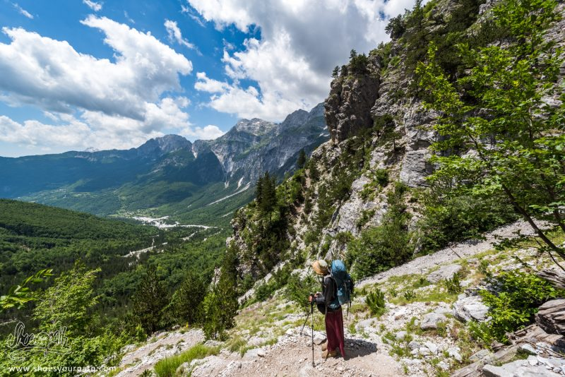En Descendant Dans La Vallée De Theth - Peaks Of The Balkans