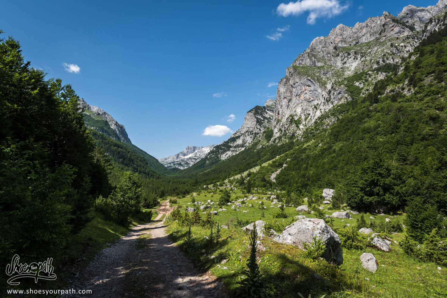 Leaving Vusanje and walking to Theth throught the Ropojana Valley - Peaks of the Balkans