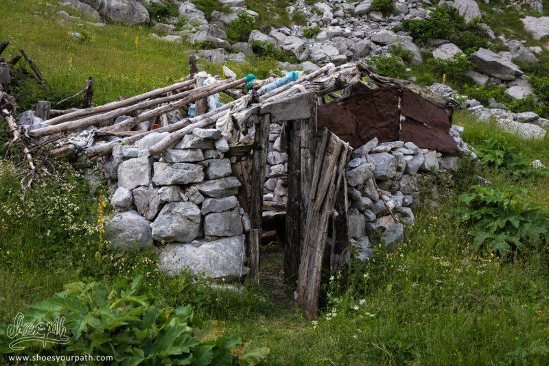 Ancienne Cabane De Bergers, Entre Vusanje Et Theth