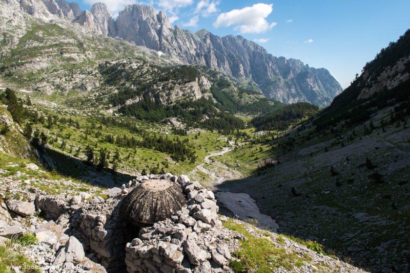 Fortifications Militaires, En Montant Vers Le Col De Pejës En Albanie - Peaks Of The Balkans