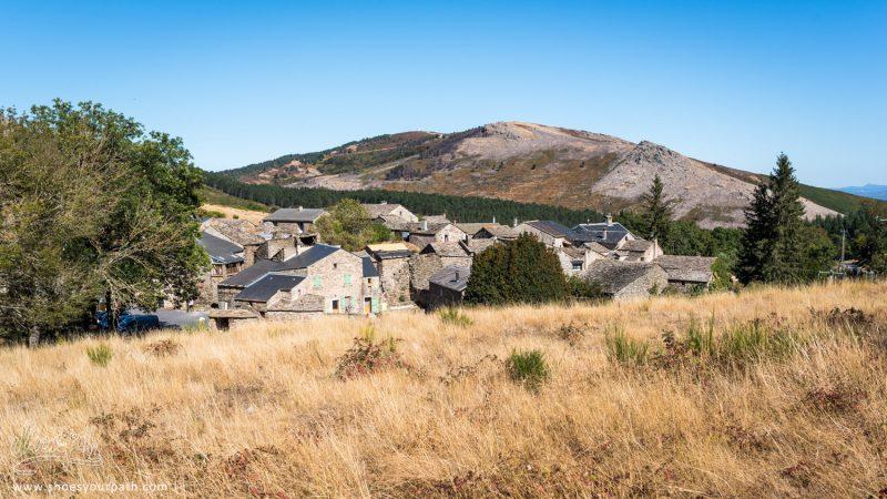 Le Petit Village De Douch Au Pied Du Mont Caroux - Haut Languedoc