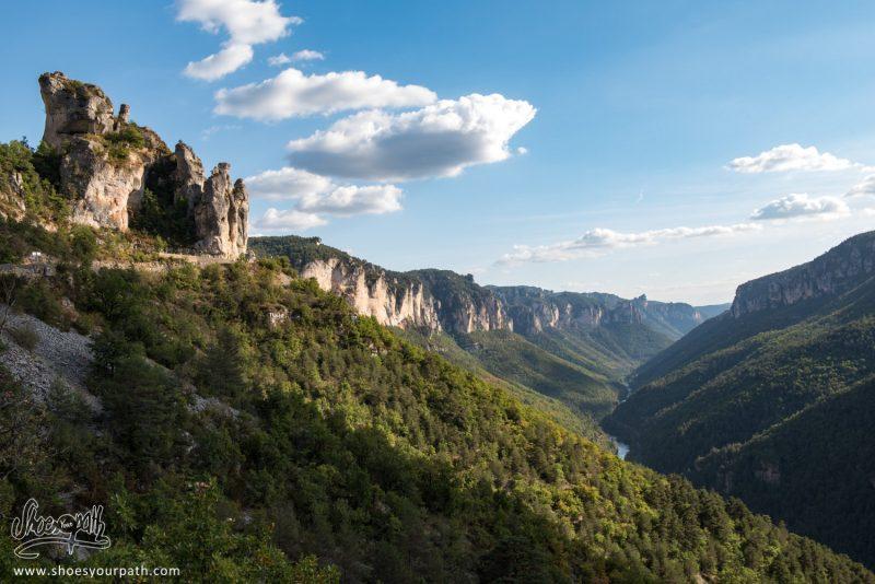 Perchés Sur Les Bords Des Gorges Du Tarn Pour Le Coucher De Soleil