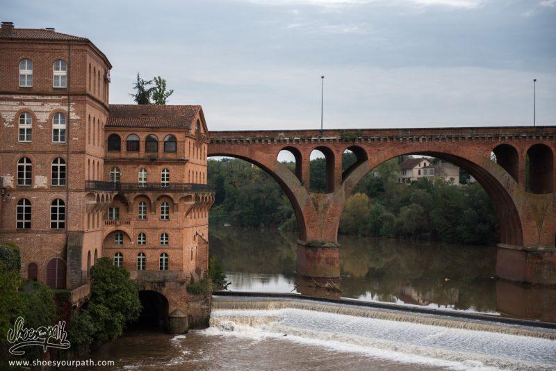 Les Ponts Et Maisons Roses D'Albi. Occitanie, France.