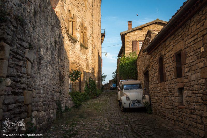Dans Les Ruelles De Cordes-sur-Ciel. Occitanie, France.