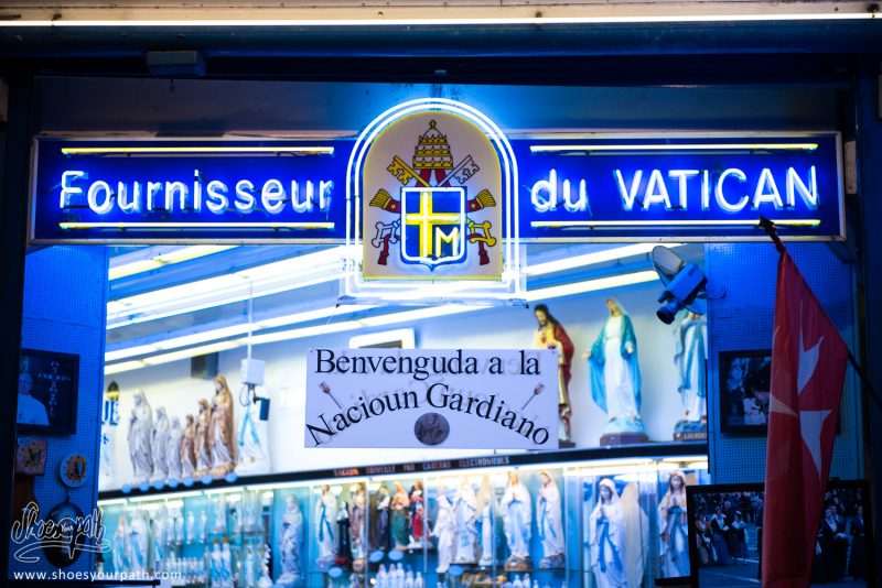 Le Business Du Sacré, Dans Les Rues De Lourdes. Occitanie, France.