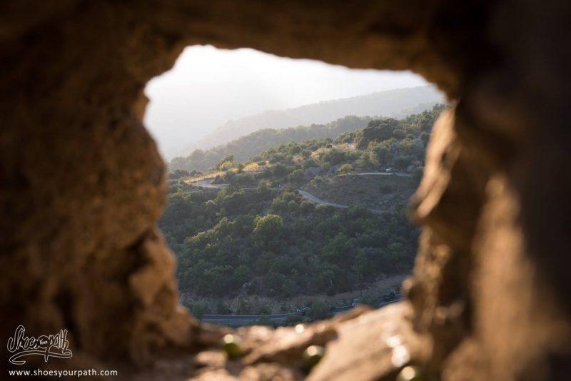 Vue Depuis Un Mur Troué Du Village D'Eus - Pyrénées Catalanes, France