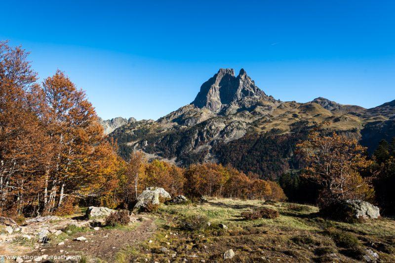 Paysage D'automne Sur La Vallée Du Pic Du Midi D'Osseau - France, Occitanie