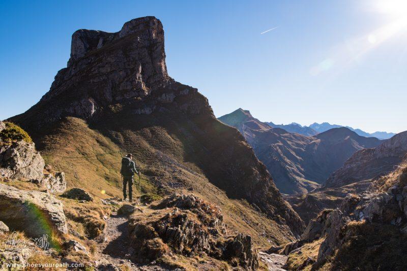 Randonnée Dans Les Pyrénées Sur La Boucle Des Lacs D'Ayous - France, Occitanie