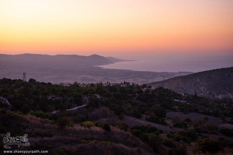 En Arrivant Sur Polis Depuis Troodos En Fin De Journée. Magnifique Coucher De Soleil Sur La Péninsule D'Akamas - Chypre