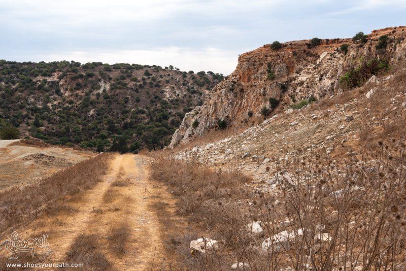 Sur Le Chemin De La Boucle De 10km Des Gorges D'Avakas