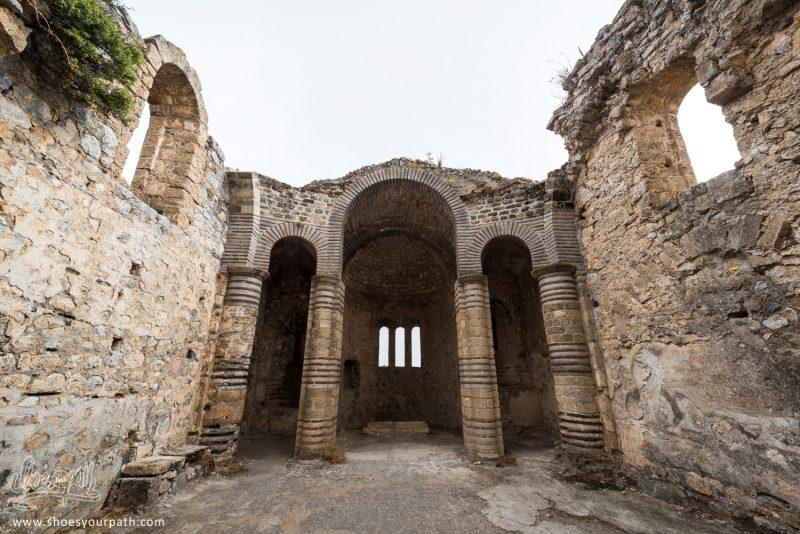 Les Ruines D'une église Dans Le Château De Saint Hilarion