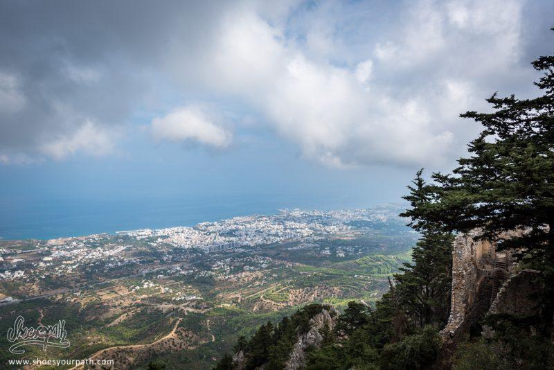 La Vue Depuis Le Château De Saint Hilaraion Sur Kyrenia N'est Pas Mal, Vous Ne Trouvez Pas ?